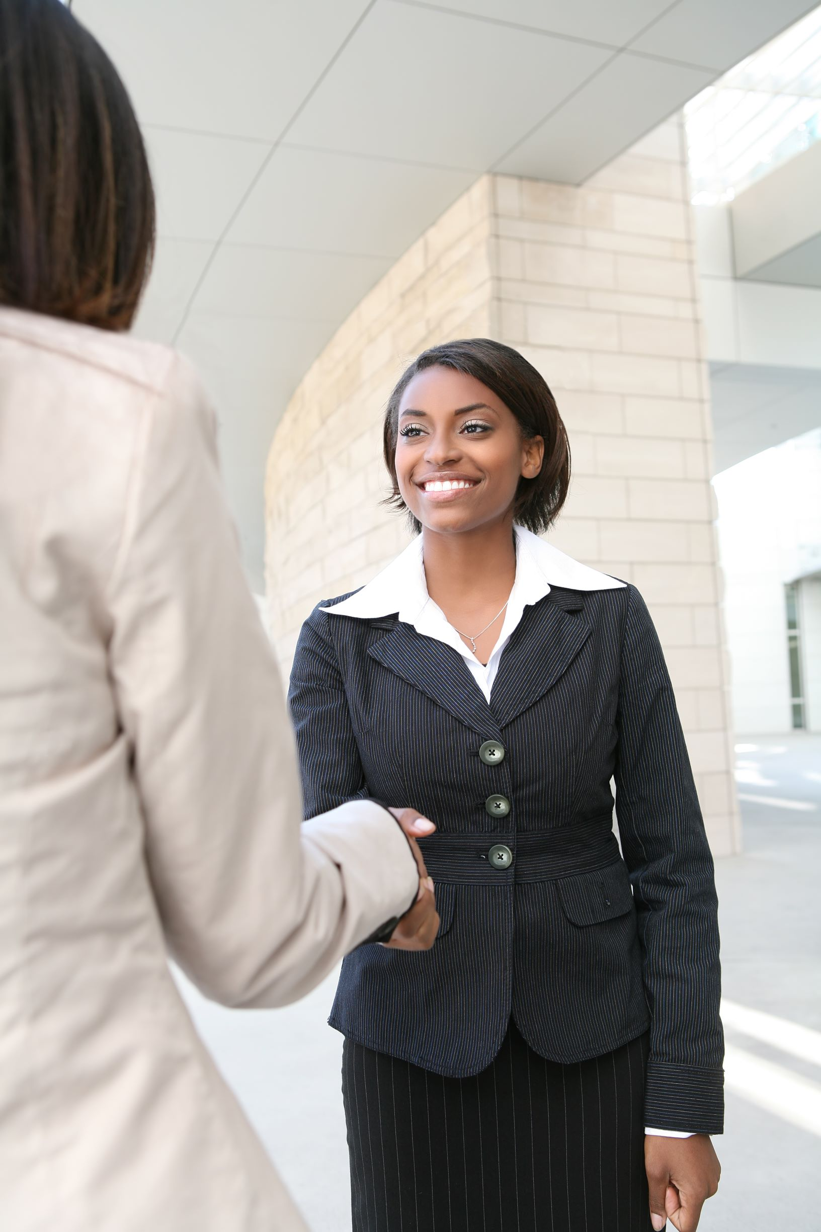 student seeking job shaking hands with recruiter